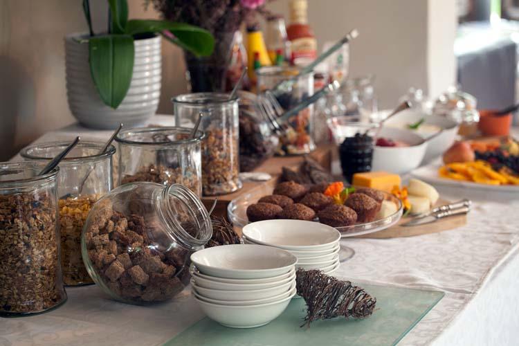 Breakfast_Buffet_Table_1