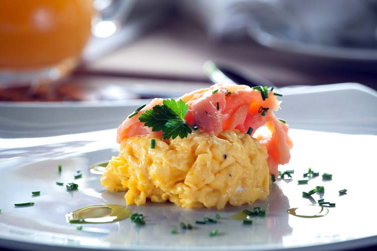 Breakfast_Scrammel_eggs_Smoked_samon_2